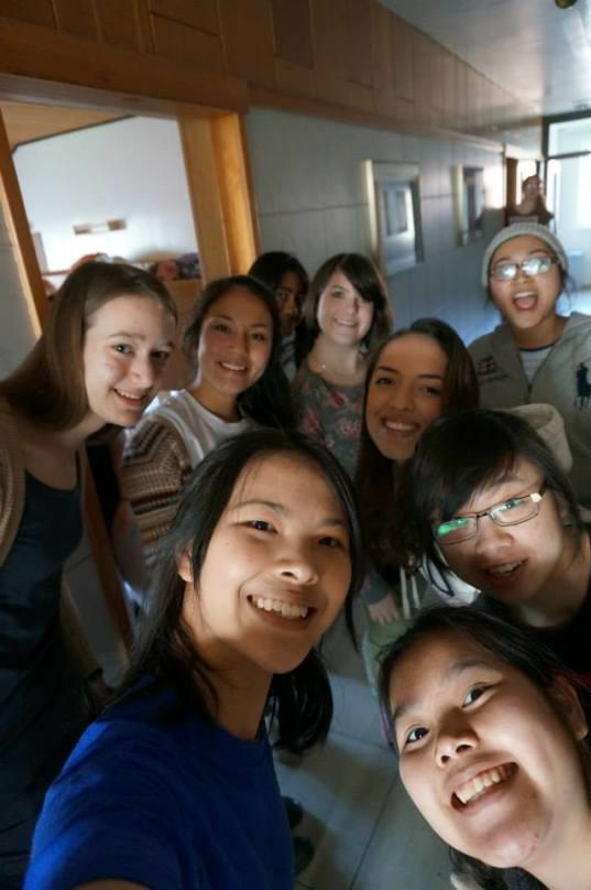 D1890 Girlies